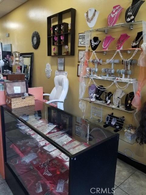 19009 VENTURA Boulevard Tarzana, CA 91356 - MLS #: SR18077636