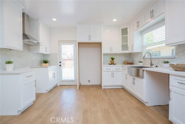 1731 W 41st Place, Park Hills Heights CA: http://media.crmls.org/mediascn/70cdd650-e244-475b-bd87-6f695cf8e788.jpg