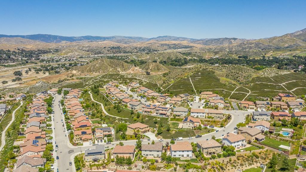 16942 White Pine Way, Canyon Country CA: http://media.crmls.org/mediascn/70db35c3-f180-498c-9ab0-8e3e579135d4.jpg