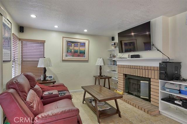 29314 Gary Drive, Canyon Country CA: http://media.crmls.org/mediascn/711dc50a-8096-452c-ad40-7cc2cd514e59.jpg