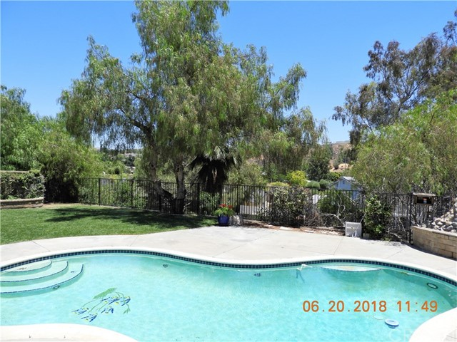 22906 Sycamore Creek Drive, Valencia CA: http://media.crmls.org/mediascn/71450e76-14ab-4886-bccf-86deea5200f3.jpg