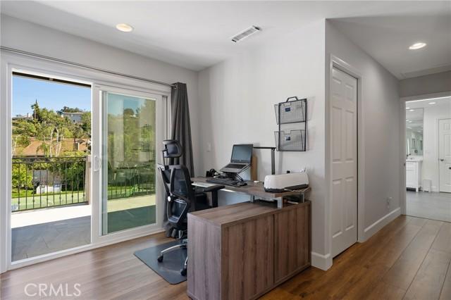 6140 Fenwood Avenue, Woodland Hills CA: http://media.crmls.org/mediascn/7150026d-303a-4625-ac52-55714459393d.jpg