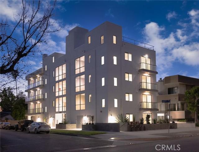 12905 Landale Street, Studio City CA: http://media.crmls.org/mediascn/717437dd-7a5e-478c-9e9d-cfdbce16d9f2.jpg