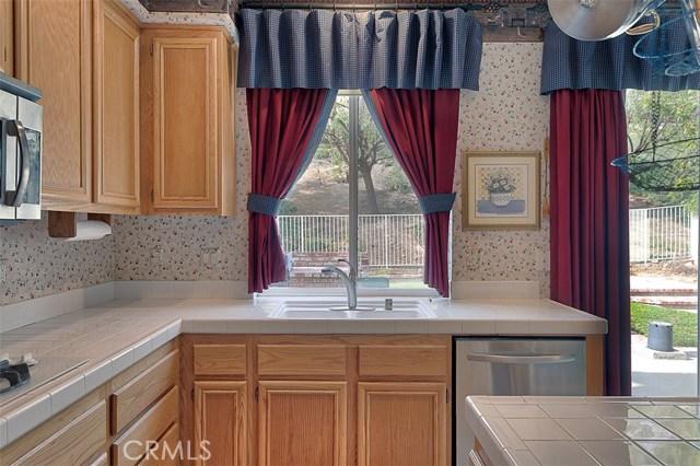 26061 Salinger Lane, Stevenson Ranch CA: http://media.crmls.org/mediascn/71898bb6-4d11-4541-a773-625298499c20.jpg