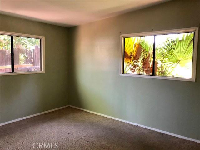 7800 Geyser Avenue, Reseda CA: http://media.crmls.org/mediascn/71a02fa3-1962-4f65-b20e-c051e740f298.jpg