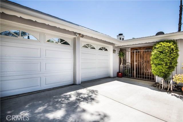 5814 Mcdonie Avenue, Woodland Hills CA: http://media.crmls.org/mediascn/71ca69c7-cb33-46e9-bbae-890cb712a20b.jpg