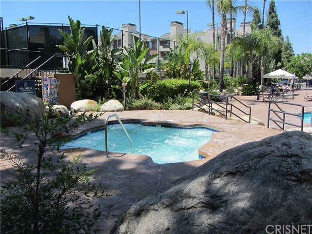 5545 Canoga Avenue, Woodland Hills CA: http://media.crmls.org/mediascn/71cd90b0-b450-40a4-8747-d69ed9de03d6.jpg