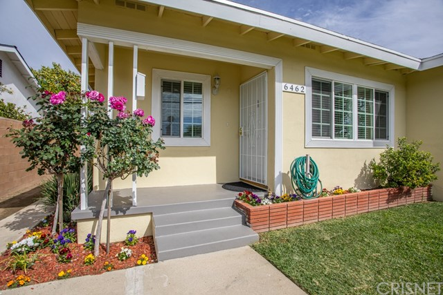 Detail Gallery Image 1 of 35 For 6462 Hayvenhurst Ave, Lake Balboa,  CA 91406 - 3 Beds | 1 Baths
