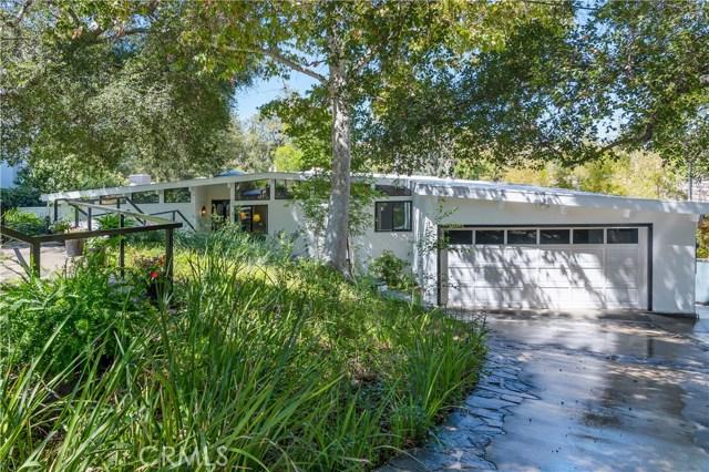22133 Mulholland Drive, Woodland Hills CA: http://media.crmls.org/mediascn/724f5b49-8eb8-4428-9f1b-b3585f8351b0.jpg