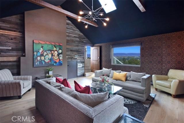 3906 Murietta Avenue, Sherman Oaks CA: http://media.crmls.org/mediascn/727893df-7a66-49df-9755-f7951efe58c0.jpg
