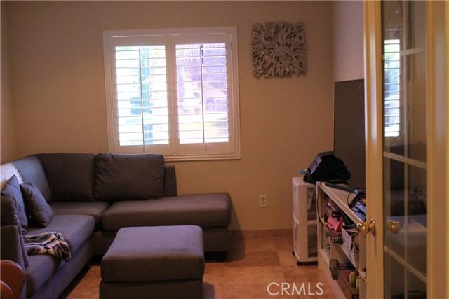 12105 Edgecliff Avenue, Sylmar CA: http://media.crmls.org/mediascn/72e4b5d9-d177-4181-8e6c-aee354f49454.jpg