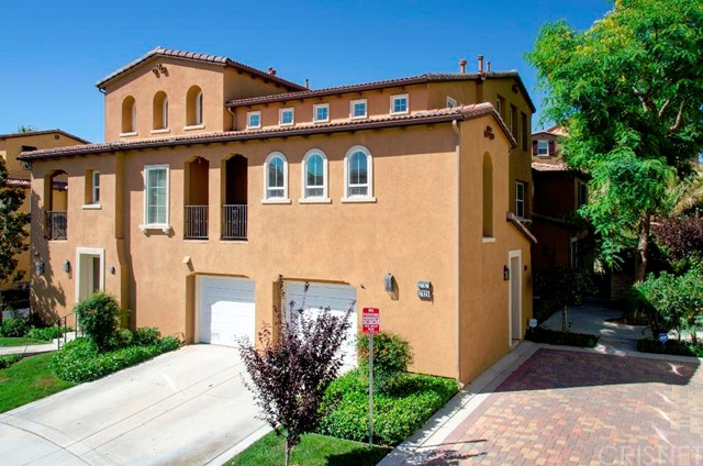 LOCATION, LOCATION, LOCATION!!! Westridge condo in Valencia! Open floor-plan concept with vaulted ceilings in the living room. 2 bedrooms down and and Master bedroom suite on the 3rd floor.    lighting upgrading in all three bedrooms. Ceiling fan in bedroom #2 and master suite.  Two 52