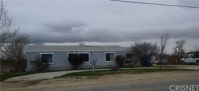Single Family Home for Sale at 9507 Avenue R E Littlerock, California 93543 United States