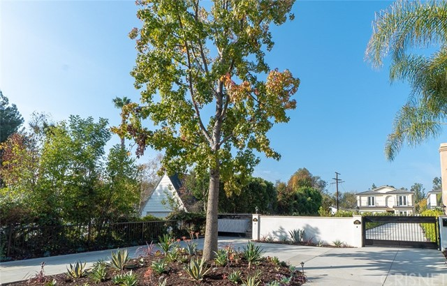 4535 Ben Ave, Studio City CA: http://media.crmls.org/mediascn/738625ae-6712-4511-b01a-2ae7bd4fea3f.jpg
