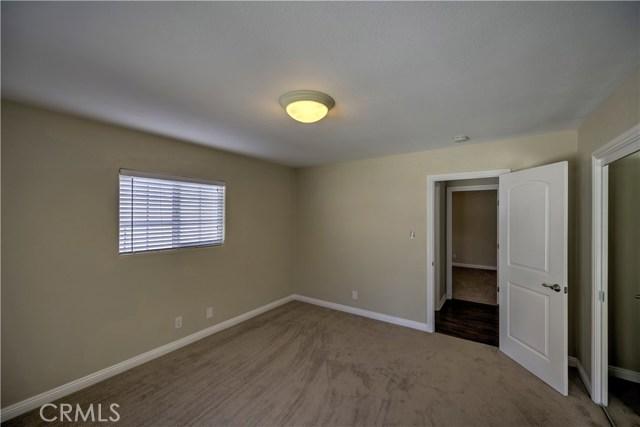 43743 Fern Avenue, Lancaster CA: http://media.crmls.org/mediascn/741d142a-30b5-4362-a4c7-f54d04952e92.jpg