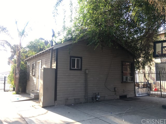 9313 S Broadway, Los Angeles CA: http://media.crmls.org/mediascn/74da48a3-9509-40f6-a01e-154b29c46445.jpg