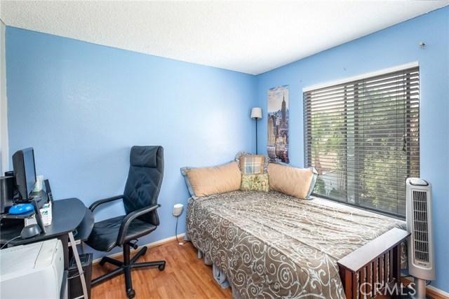564 Conifer Drive, Palmdale CA: http://media.crmls.org/mediascn/74dc15a0-6aaf-410e-b5ff-3d9cba45e4ac.jpg