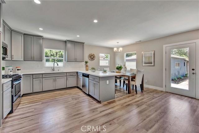 6633 Costello Avenue, Valley Glen CA: http://media.crmls.org/mediascn/75096c89-acd4-4a1c-8aa4-a36ed207a79e.jpg