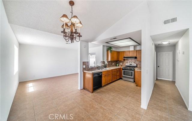 43741 Ponderosa Street, Lancaster CA: http://media.crmls.org/mediascn/7511aaad-7c80-46c7-b3aa-0b391b6425a4.jpg