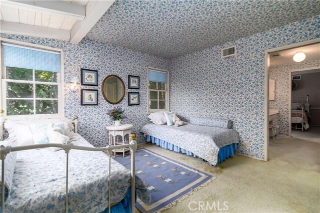 5201 Collier Place, Woodland Hills CA: http://media.crmls.org/mediascn/7539e6ce-cb66-4e9b-8673-4e3457a88855.jpg
