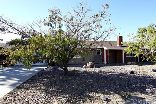 14404 Ashtree Drive, Lake Hughes CA: http://media.crmls.org/mediascn/7543cf18-61e8-410a-9ad2-c10230671aec.jpg