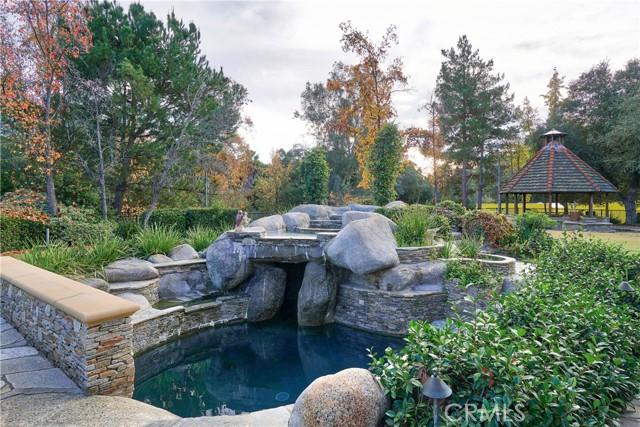 245 Berkshire Avenue, La Canada Flintridge CA: http://media.crmls.org/mediascn/75dc91d5-a396-406d-bef3-82ba251362aa.jpg