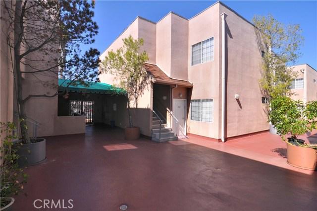 5620 Yolanda Avenue, Tarzana CA: http://media.crmls.org/mediascn/75f39d55-7246-4114-91d3-0ee0e7949af1.jpg