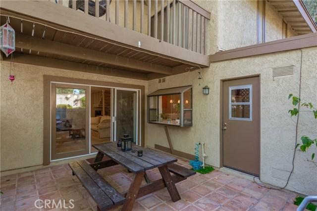 1101 Catlin Street, Simi Valley CA: http://media.crmls.org/mediascn/76a6da46-3d16-49f6-bcc0-0958430ce315.jpg