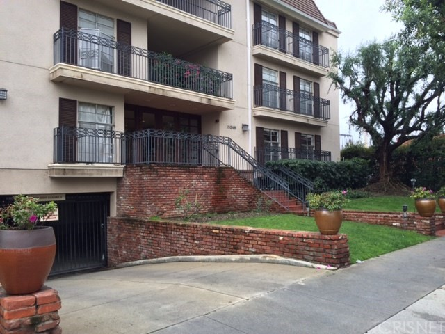15248 Dickens Street #101, Sherman Oaks, CA 91403