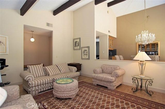 4419 Da Vinci Avenue, Woodland Hills CA: http://media.crmls.org/mediascn/76b026f9-d8d9-4c72-889b-252890246b64.jpg