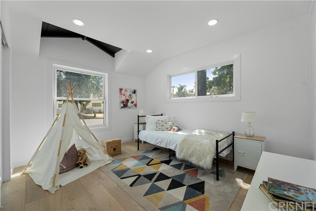 13211 Cumpston Street, Sherman Oaks CA: http://media.crmls.org/mediascn/76ff2179-4bf7-46d1-9735-bc455a94f29e.jpg
