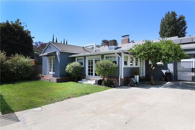 5530 Carpenter Avenue, Valley Village CA: http://media.crmls.org/mediascn/77136ebb-763b-4c12-bb8f-d0e88831dcfb.jpg