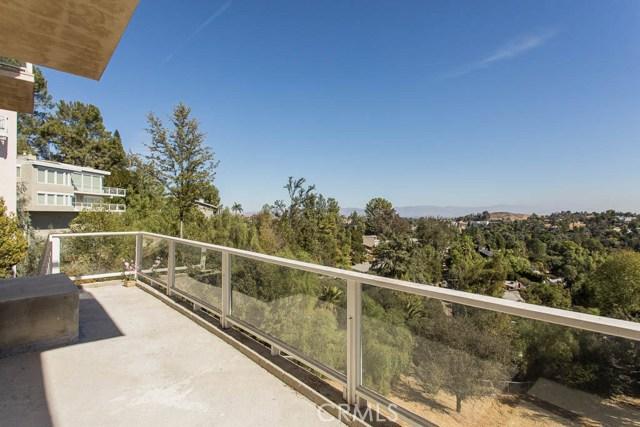 4964 Medina Road, Woodland Hills CA: http://media.crmls.org/mediascn/7798fe69-0051-4478-b63e-256b7f66303f.jpg