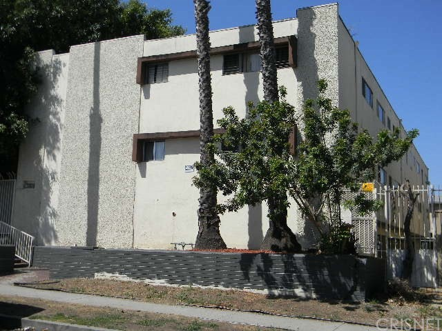 3915 STEVELY Avenue, Los Angeles (City), CA 90008