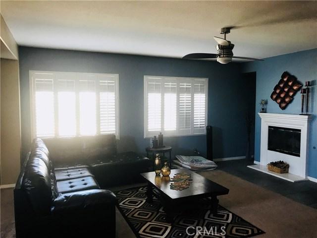 37300 Mimosa Way, Palmdale CA: http://media.crmls.org/mediascn/77a2f339-6c9f-4bc3-9967-36225de0a513.jpg