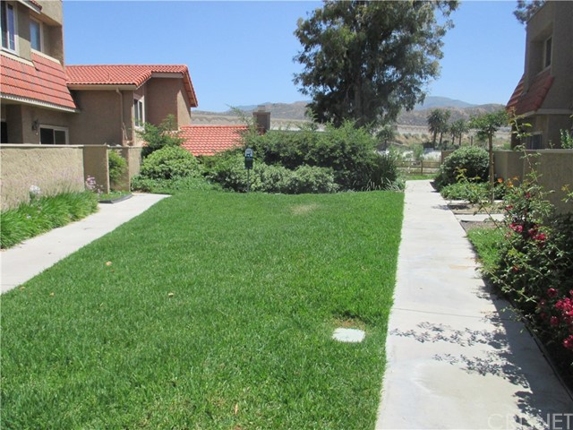 17942 River Circle, Canyon Country CA: http://media.crmls.org/mediascn/77b669ba-f3a5-42ff-b000-13703af8e5b9.jpg