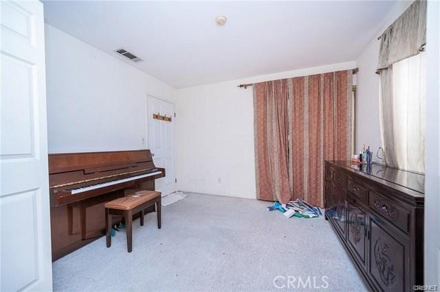 2422 Gatewood Street, Los Angeles CA: http://media.crmls.org/mediascn/77b8a5d2-f89a-403b-afcf-b741dd33a5ff.jpg
