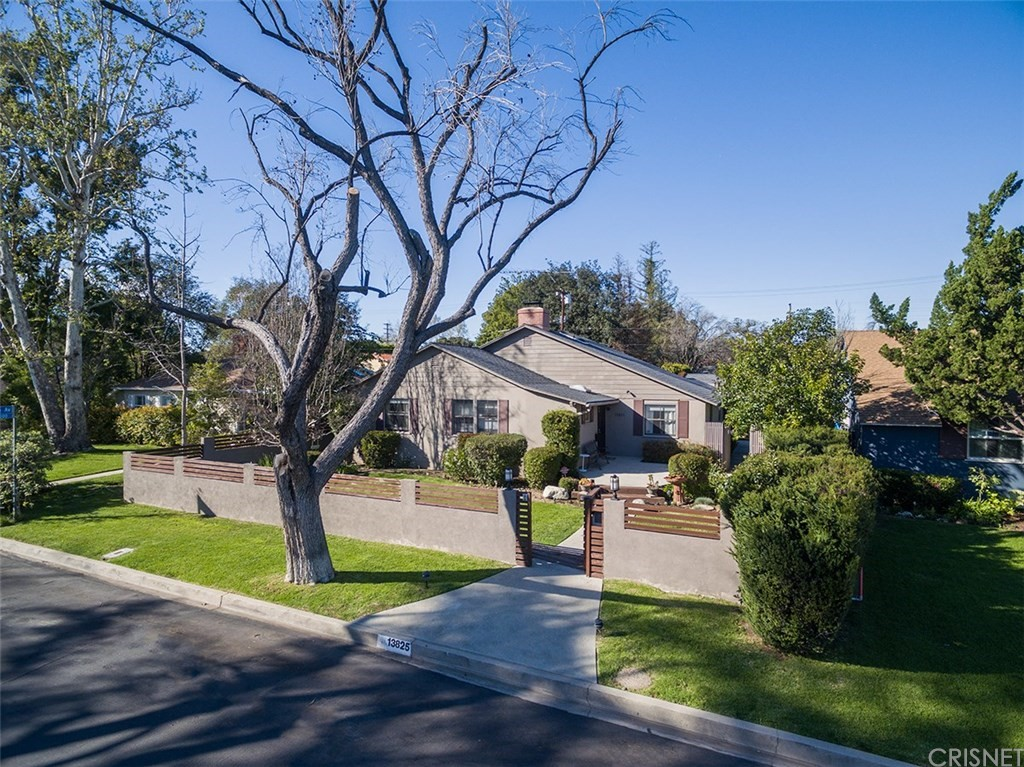 13825 Hartsook Street, Sherman Oaks, CA 91423