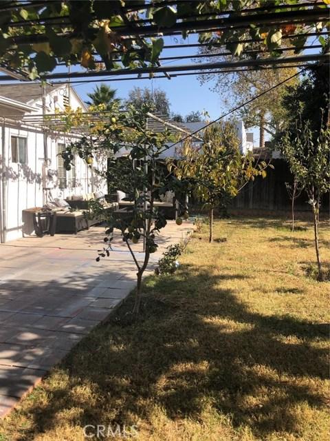 17610 Runnymede Street, Van Nuys CA: http://media.crmls.org/mediascn/77f9fe8e-fbd3-4aae-9756-a851bcd716c5.jpg