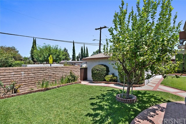 10624 Gaviota Avenue, Granada Hills CA: http://media.crmls.org/mediascn/7812932b-d082-415e-90ad-a1c5cf73bc75.jpg