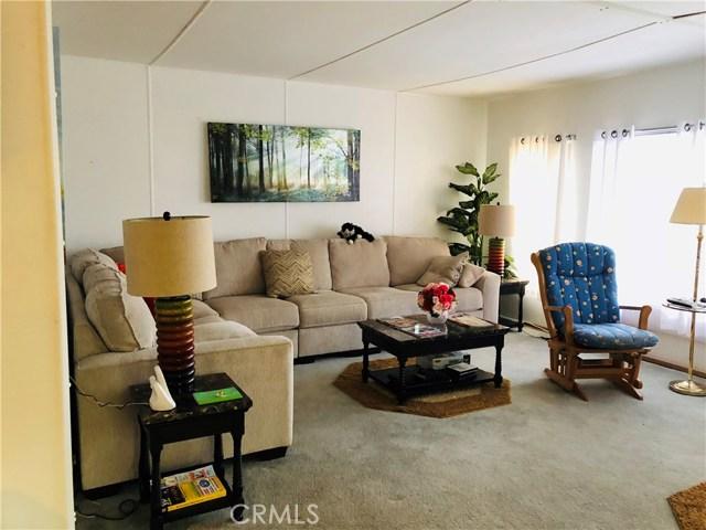 11401 Topanga Canyon Blvd, Chatsworth CA: http://media.crmls.org/mediascn/7843cdbc-0651-462d-a494-112b46bf725f.jpg