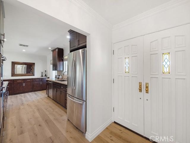 10215 Casaba Avenue, Chatsworth CA: http://media.crmls.org/mediascn/78505ac3-8a87-4cff-839f-3320eeb3391c.jpg