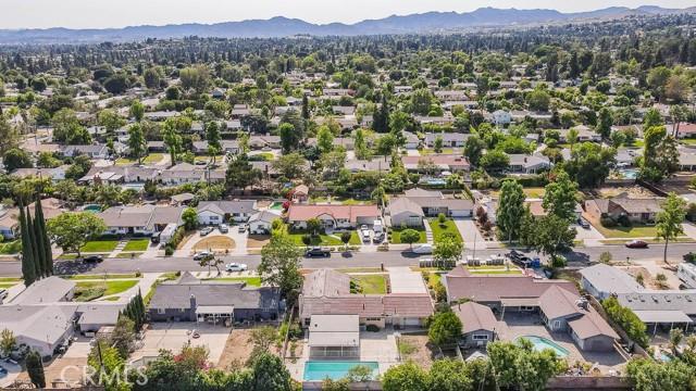 10920 Garden Grove Avenue, Northridge CA: http://media.crmls.org/mediascn/78dec913-0e47-4c35-b833-b070a9144077.jpg