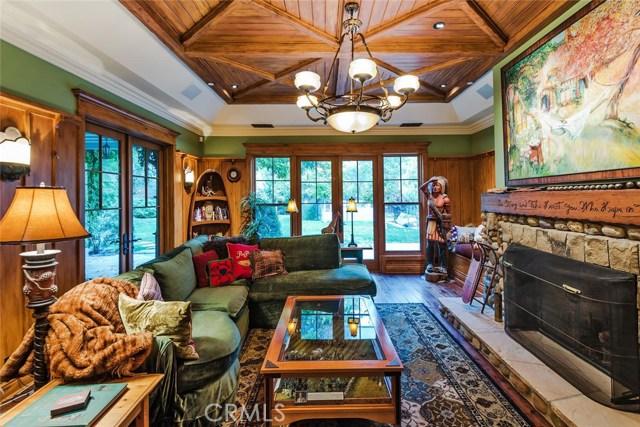 19115 Charles Street, Tarzana CA: http://media.crmls.org/mediascn/79272484-9646-4f3d-a29d-b2f93b19ec62.jpg
