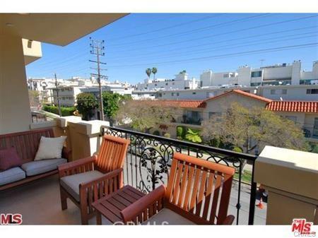 11911 Mayfield Avenue, Los Angeles CA: http://media.crmls.org/mediascn/796269f6-277c-4939-8f64-3521d92a660c.jpg