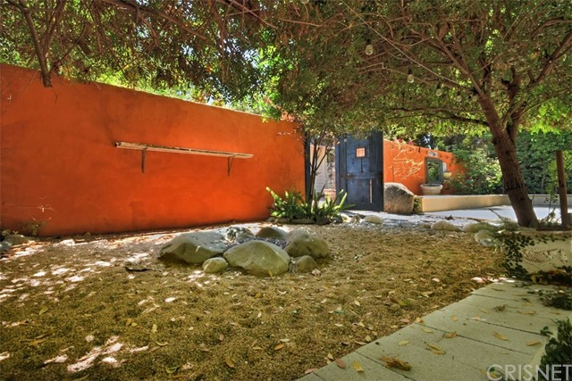 15531 Del Gado Drive, Sherman Oaks CA: http://media.crmls.org/mediascn/79853f4a-dbc2-44d7-a481-89893f1e12ef.jpg