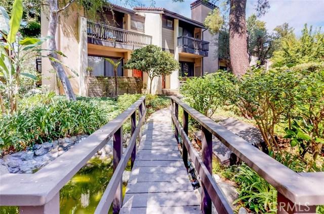 21900 Marylee Street, Woodland Hills CA: http://media.crmls.org/mediascn/79d276e8-493c-4396-9402-63138211131c.jpg