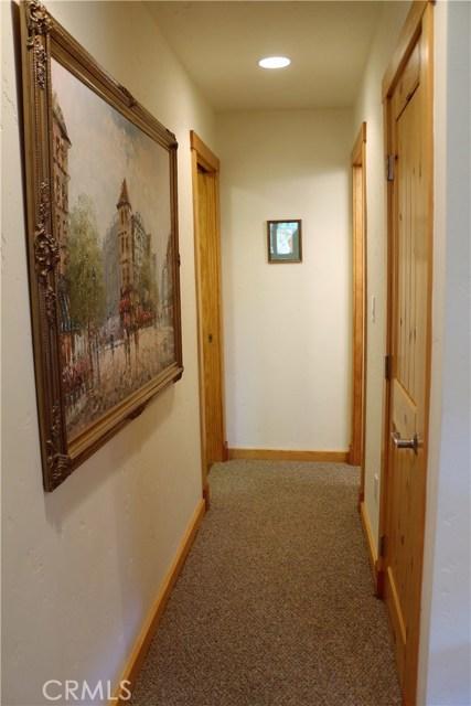 1420 Bernina Drive, Pine Mtn Club CA: http://media.crmls.org/mediascn/7a12c48a-d392-4b21-bf6e-b519588e0a7d.jpg