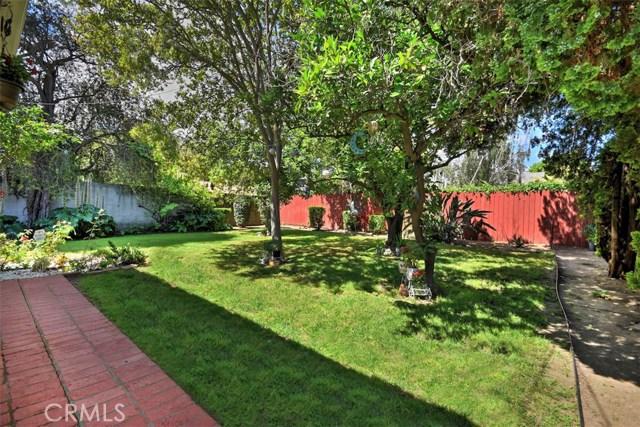 5825 Lemona Avenue, Sherman Oaks CA: http://media.crmls.org/mediascn/7a57c0c4-7591-4aaf-a089-d8c25e0158d5.jpg