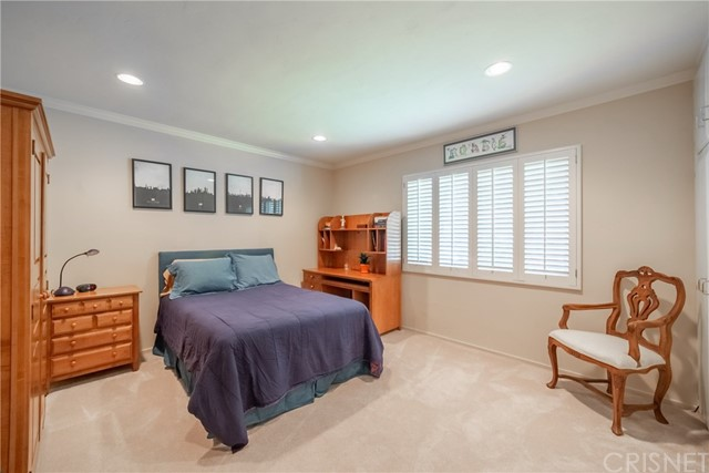 9524 Texhoma Avenue, Northridge CA: http://media.crmls.org/mediascn/7a71dc29-5f88-4f1c-a044-7a98f3fdac50.jpg